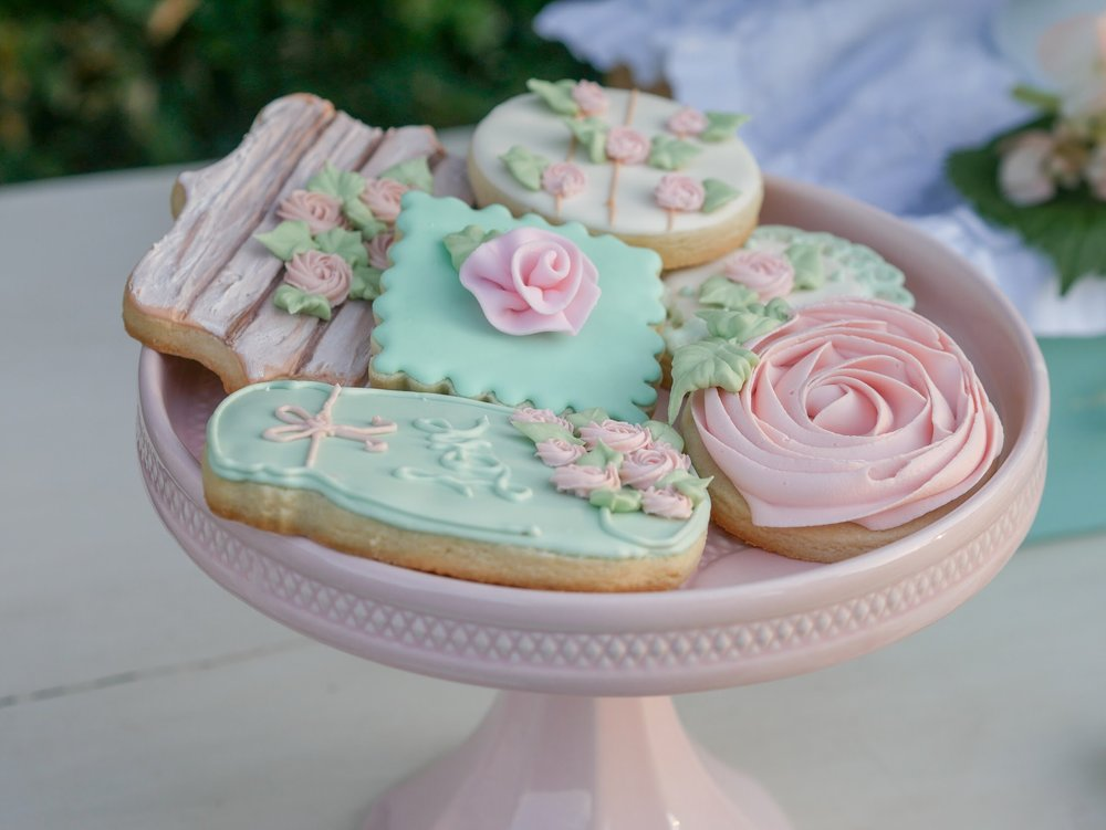 Vintage Garden Party Sugar Cookies. As seen on Mint Event Design www.minteventdesign.com