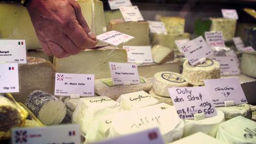 Käse & Milchprodukte - Grosses Käsesortiment aus der Schweiz. Spezialitäten aus Sardinien/Italien. Milch und Joghurt aus der Region.