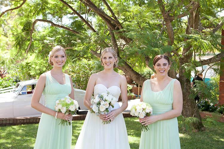 wedding3bouquetsRoberta.JPG
