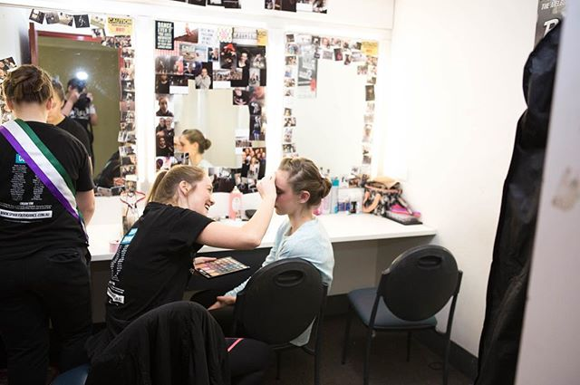Backstage magic ✨ Stay tuned for lots of exciting things to come in 2018! 🙊 . . #dance #backstage #makeup #dressingroom #mirror #SYDCShatter #theatre #melbournetheatre #morningtonpeninsula #frankstonartscentre