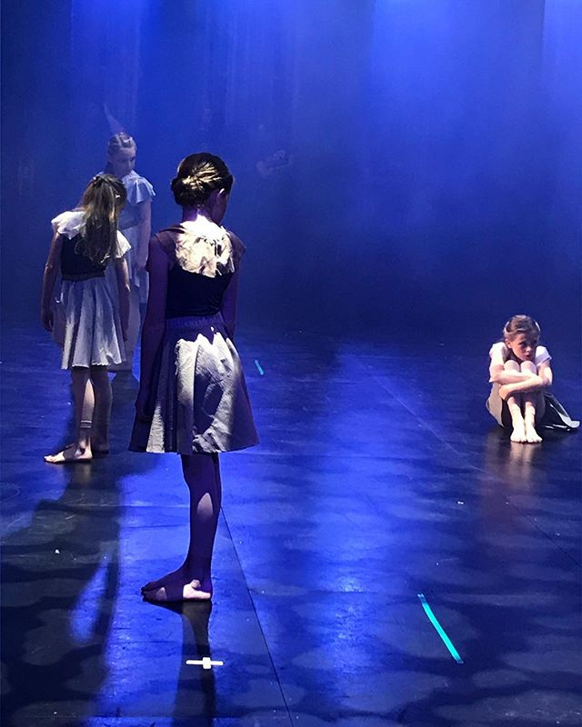 A shot from the 'childhood' scene of Shatter. ✨ Exciting things are happening at Spark HQ! Stay tuned for info about our 2018 season... 🙊 . . #dance #dancers #contemporarydance #movement #frankstonartscentre #youth #youthdance #season #morningtonpeninsula