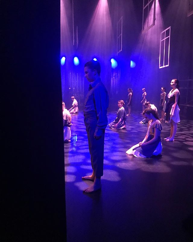Side stage... 💙✨ . . #SparkFam #SYDC #youthdance #youth #dancecompany #contemporarydance #morningtonpeninsula #SYDCShatter #sidestage #stage #theatre #view #suffragettes