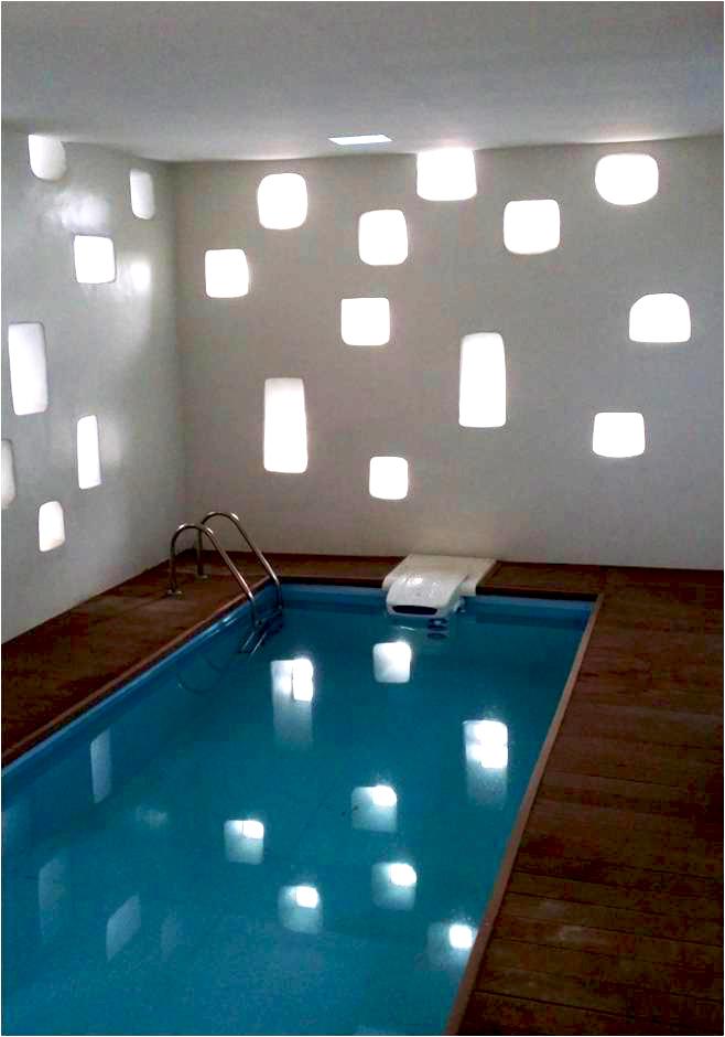 Immeuble privé K Alger - Algérie.   Notre travail a consisté à remodeler la façade, réaménager les terrasses en terrasses jardins extérieurs et redessiner tout l'espace piscine-entrée pour le redimensionner et l'éclairer par des petites ouvertures inspirées du vocabulaire architectural du M'zab.