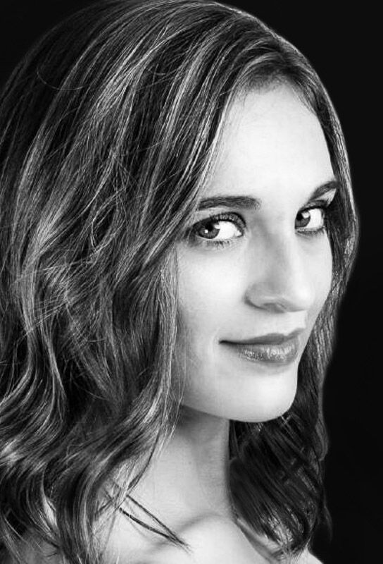 Natalia Harvey - violin