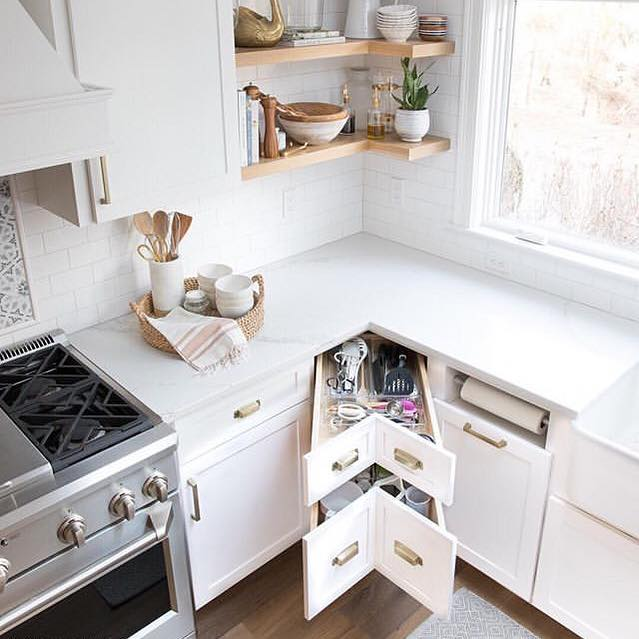Hands up 🙌🏻 if the corners in your kitchen cupboards annoy you. This is a great solution from @drivenbydecor  #kitchenorganization #kitchendesign #professionalorganizer #tidyingup #drawerorganization #lessismore #kitchengoals #islington #hackney