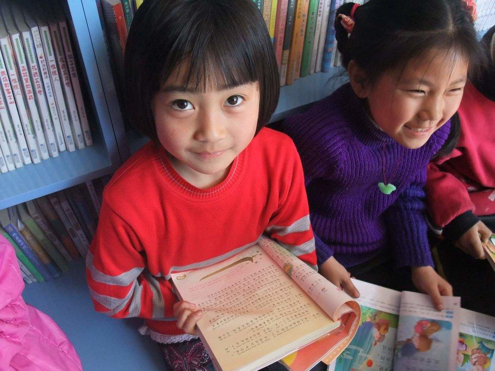 girls reading__1542270090_193.143.48.129.jpg