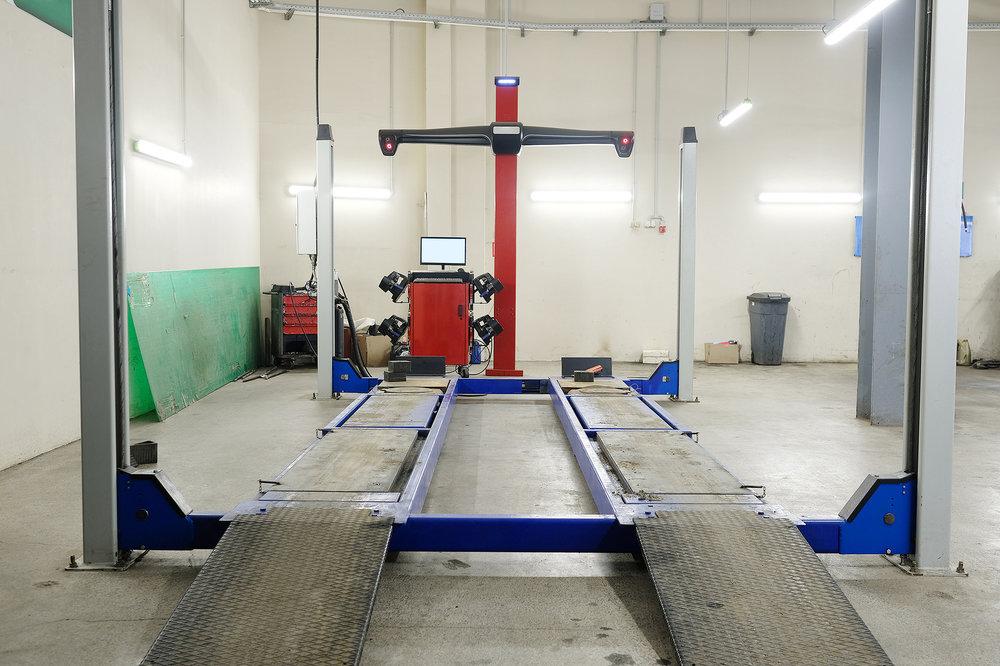 bigstock-Wheel-alignment-equipment-in-a-169883237.jpg