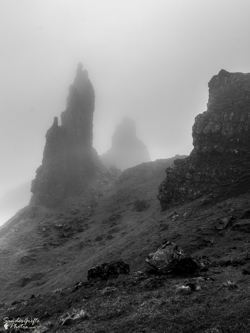 Old man of Storr in de regen en mist. (Nikon D7200, 18mm, iso 100, f10, 1/30s)