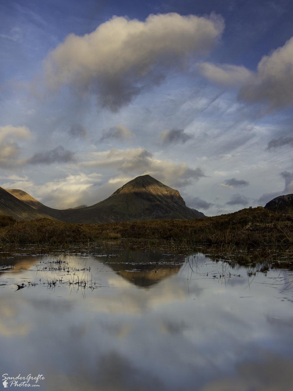 'Hollandse' lucht boven een Schots landschap. (Nikon D7200, 19mm, iso 100, f11, 1/3s met NiSi polarizer en 0.9 GND)