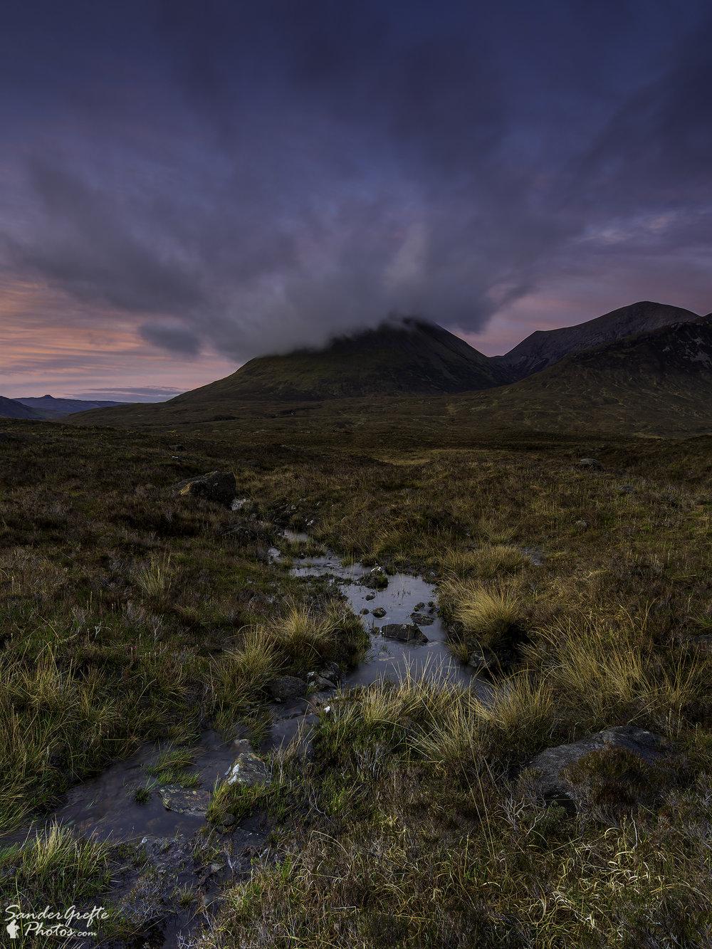 Fantastische wolken boven de Glamaig berg. (Nikon D7200, 12mm, iso 100, f11, 3s met NiSi polarizer en 0.9 GND)