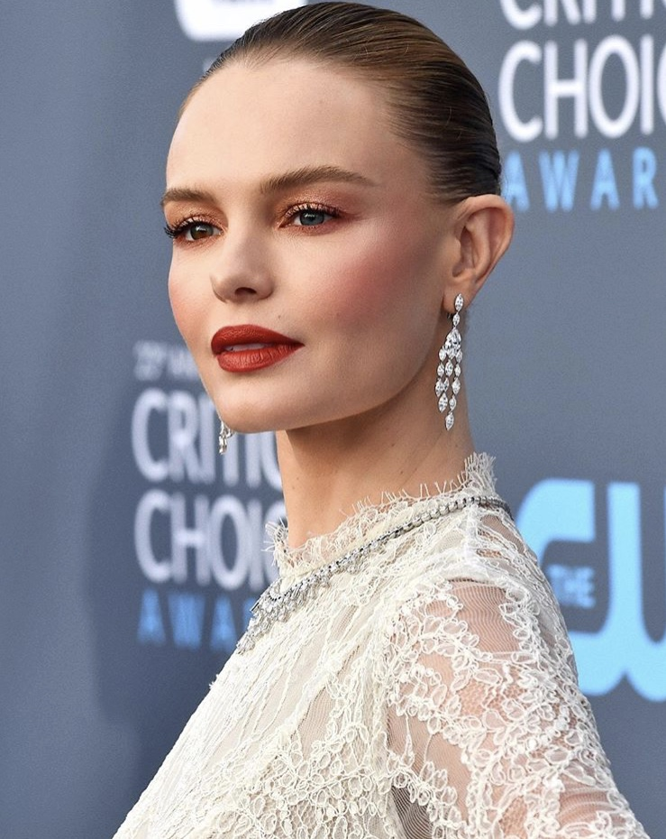 MORGAN - A big fan of Kate Bosworth, she especially likes this look done by Hollywood makeup artist, @hungvanngo. Morgan likes to work with thick natural brows, neutral eyes, and a bold lip.