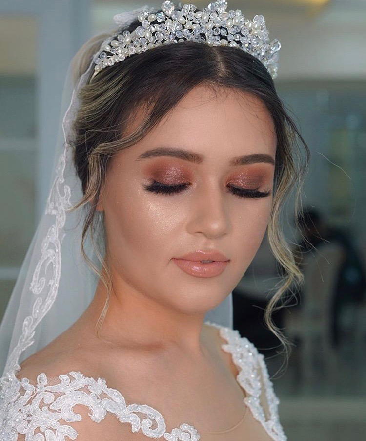 JAMIE - Jamie enjoys using eye shadows in warm peachy and pink tones to make the eye pop. Chiseled deep contours, along with highlighting, help the bone structure reflect off light at all the right angles. *Inspiration makeup by @pinar.ozgural