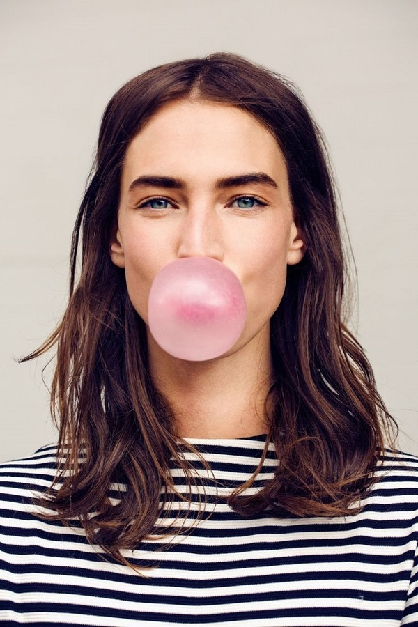 girl-blowing-bubble-Kate Uhry photography