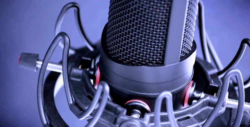 UNIVERSAL_STUDIO_MOUNT_BLACK_LYRES_WITH_AUDIO-TECHNICA_MICROPHONE_CLOSE_UP_4.jpg