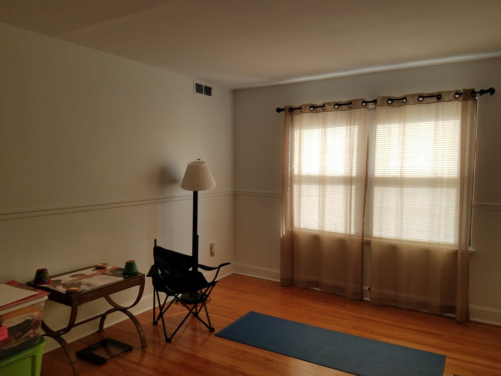 livingroom before 3.jpg