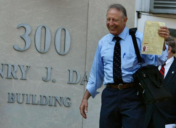 Dick+Heller+Plaintiff+Supreme+Court+DC+Gun+4KdtwsIVthRl.jpg