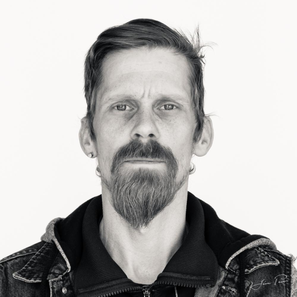 Portrett á hvítum bakgrunni