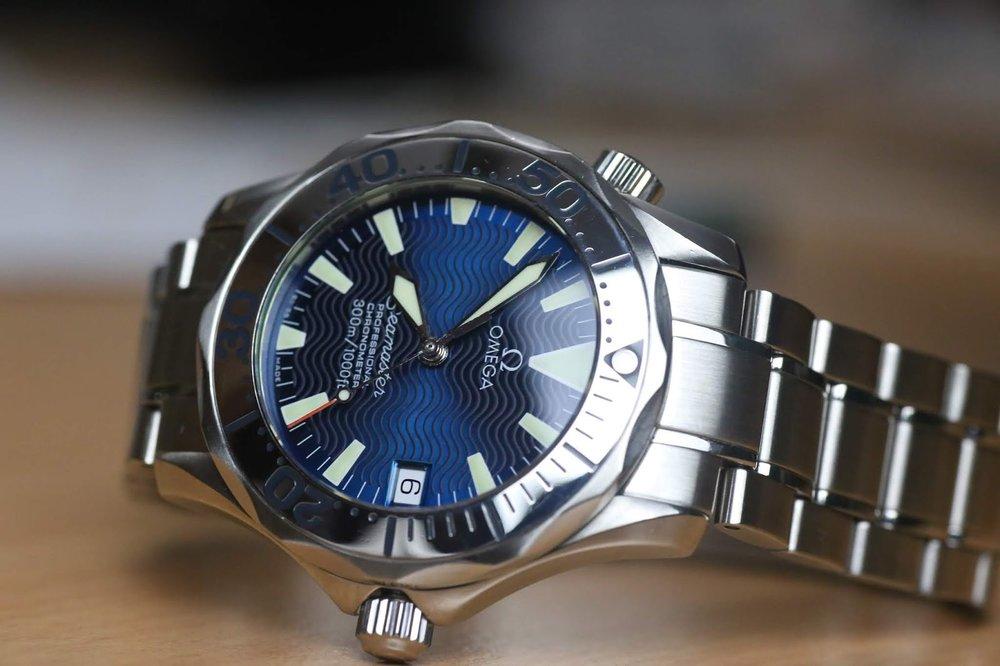 Omega Seamaster Electric Blue side Watch Vault.JPG