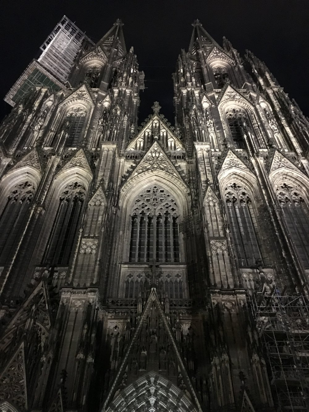 Cologne_cathedral at night #nofilter.JPG
