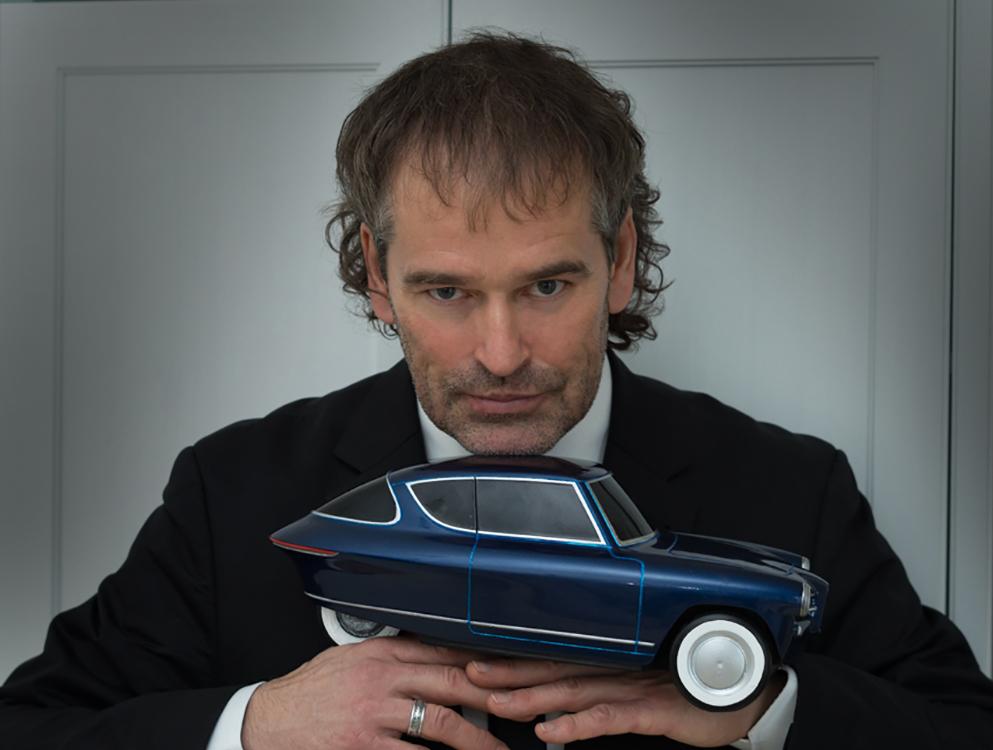 roman ja tema auto.jpg