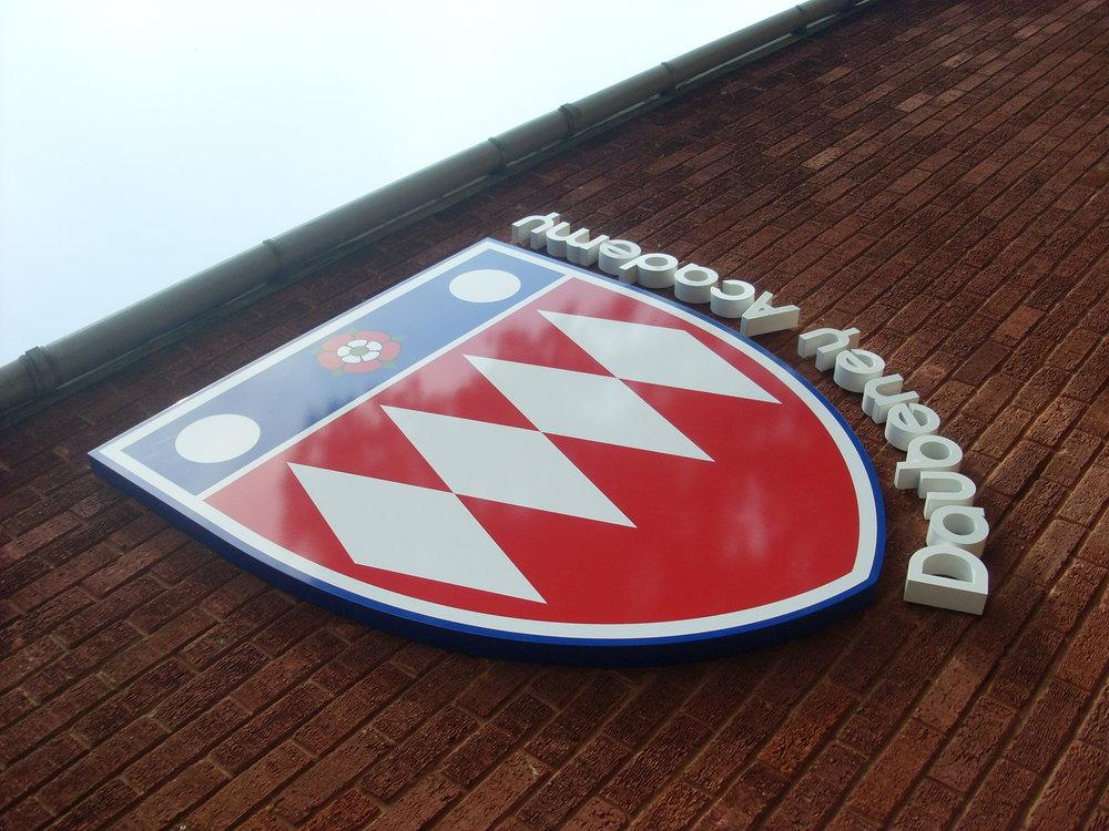 Daubeney Main School Logo.jpeg