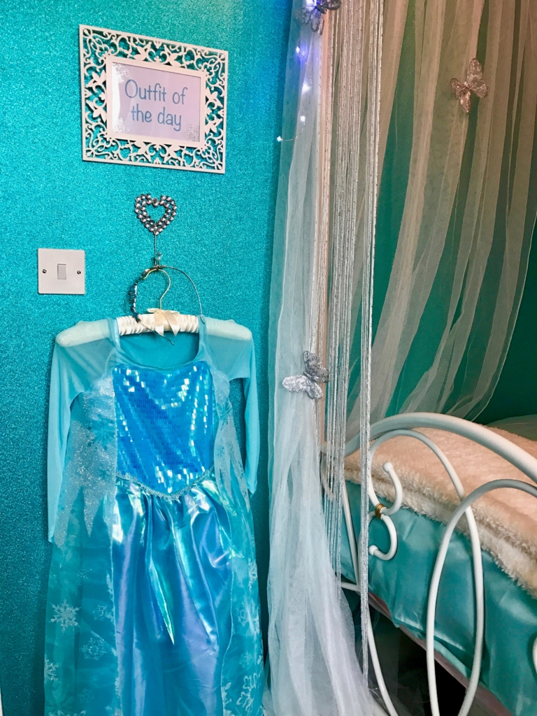 glitter+turquoise+wallpaper+for+frozen+elsa+bedroom+makeover+outfit+of+the+day.jpeg