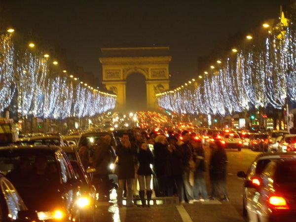 Champs-Elysees nuit.jpg