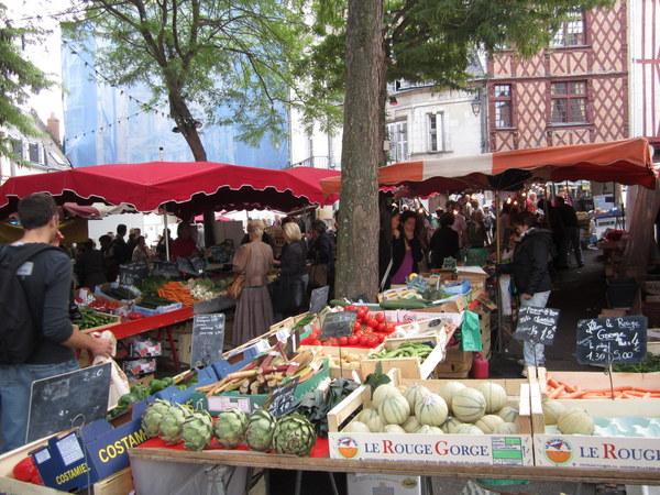 Outdoor food markets Samur, France