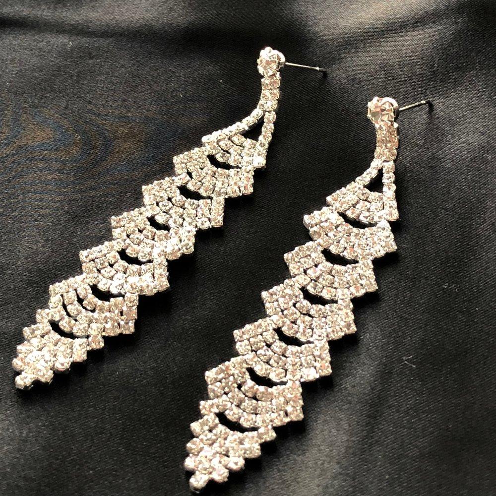 parisa thumnbnail earrings.jpg