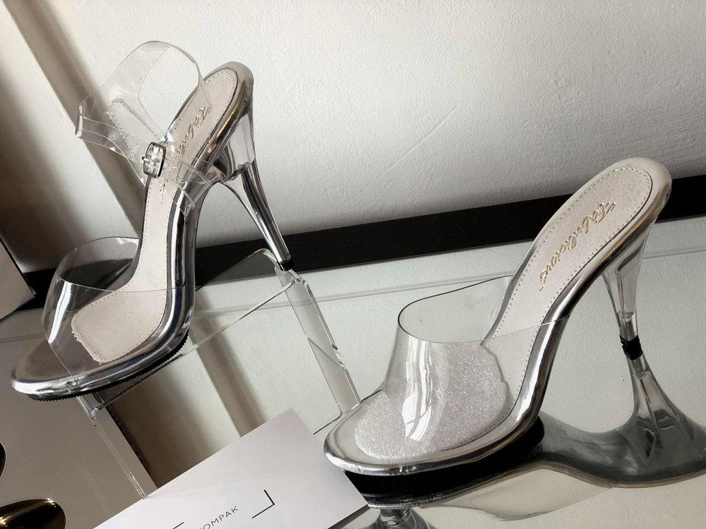 77749a1fe06 Posing Shoes  Straps or no straps  — KOMPAK