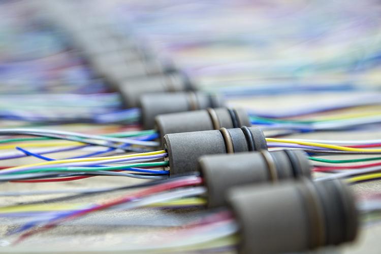 从精确的绕组和巧妙的复杂的连接方法到精密制造和安装电缆组件,注意整个线圈制造的细节对于可靠的长期性能至关重要。
