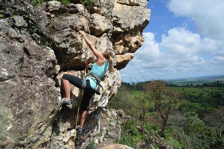 climbing-2240157__480.jpg
