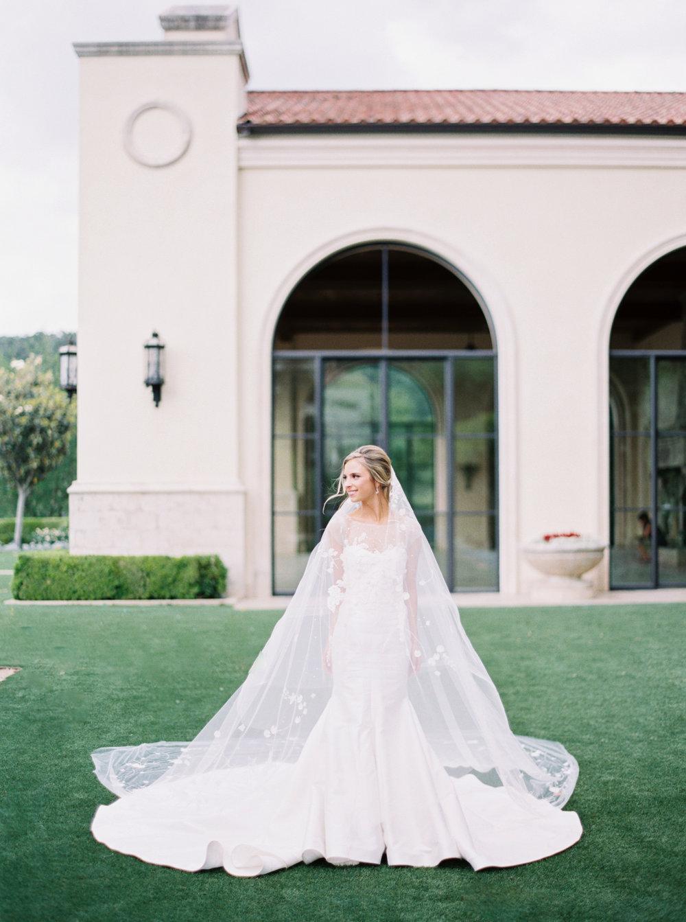 jenna-mcelroy-bridal-portraits-a-southern-tradition-15