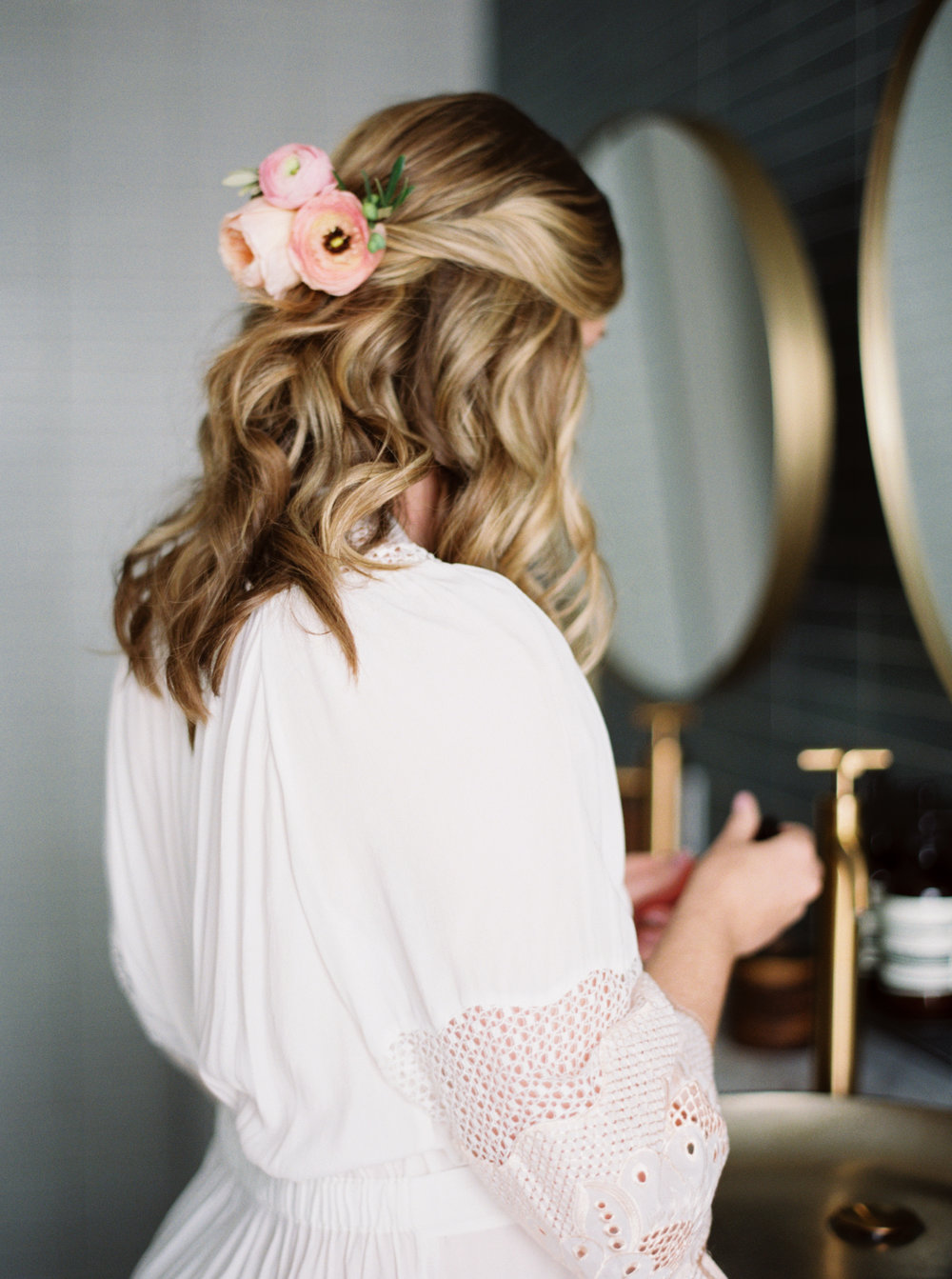 7-Half-Pulled-Back-Wedding-Hairstyles-bridal-hairstyle-jenna-mcelroy-1