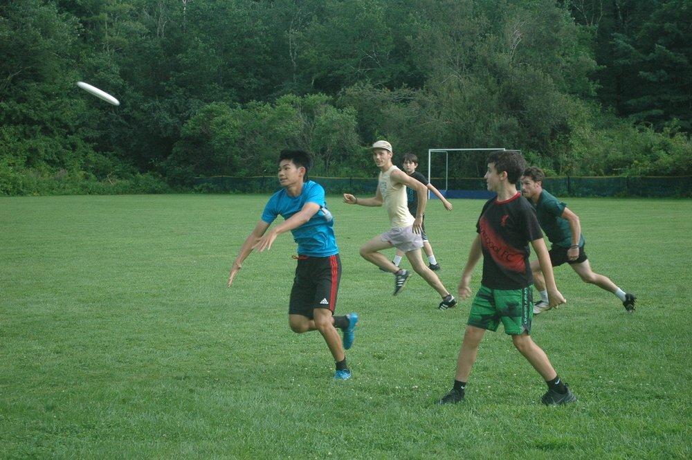 Frisbee 2.jpg