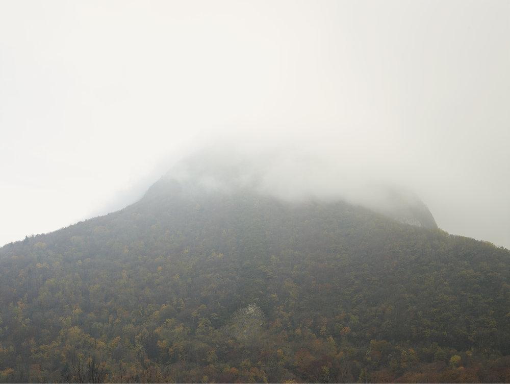 Montée de la brume. D984, Route de Genève, Léaz.