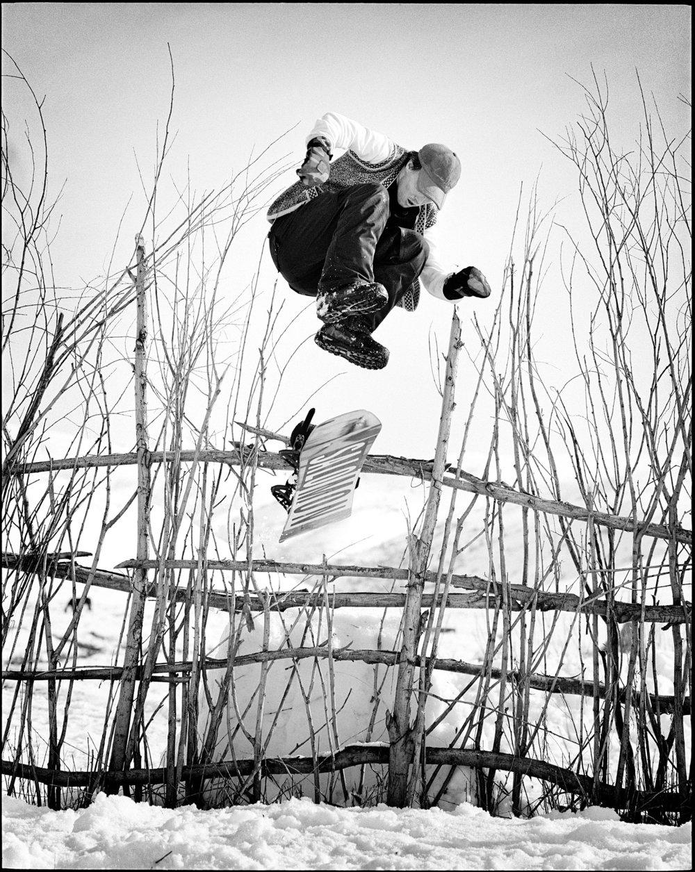 P67_400triX_189_Toni_Kerkela_hippie_jump_HD.jpg