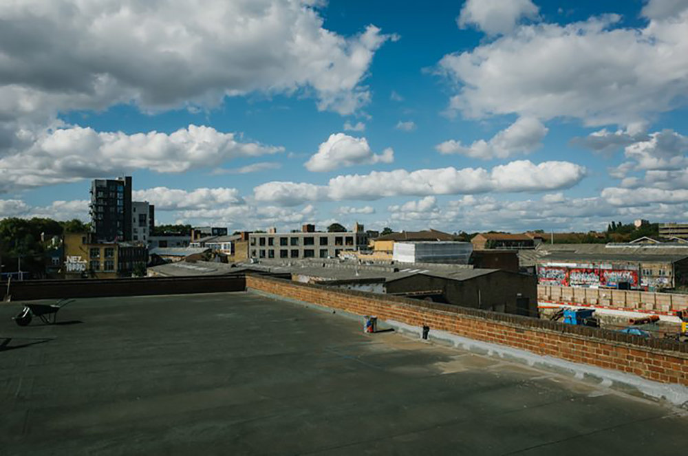 Huge rooftop space situated on top of a warehouse complex in Hackney Wick. Views of Hackney Wick overground station, warehouses and trees all on offer.  Perfect for filming & photo shoots  Approx 18m x 39m or 7000 sq ft   Contact   studios@growhackney.co.uk
