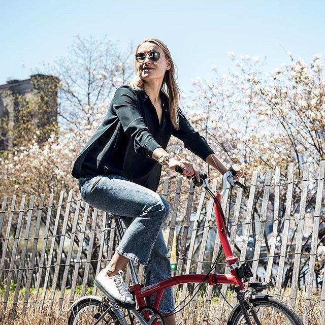 How do you commute to work? #IusedtoridetheL #biketrain #niceweather #goodstartoftheweek #happymonday #nohumidity #bikenyc #brompton #bromptonnyc  Photo: @nils_laengner
