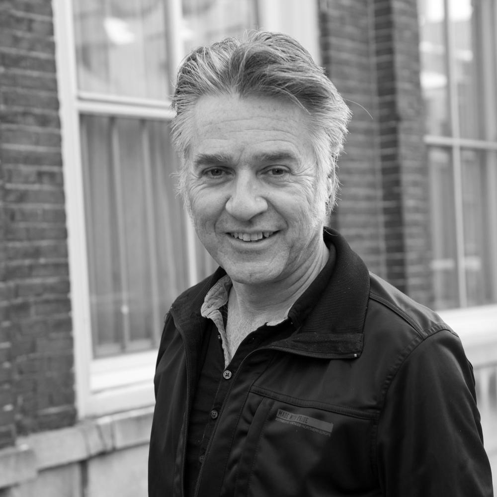 PAUL FELD     Voorzitter   Paul is regisseur, schrijver en programmamaker en werkt onder meer als artistiek leider van Sharing Arts Society en als bestuurslid van verschillende culturele organisaties in en om Utrecht.    Meer over Paul >>
