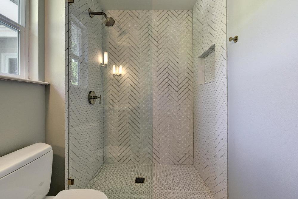 6910 Drexel Dr-large-034-26-Master Bath-1500x1000-72dpi.jpg