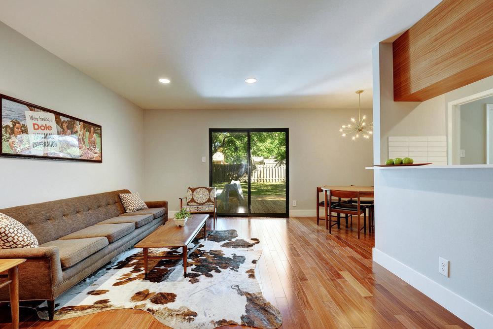 4902 Pack Saddle Pass-large-005-Living Room-1499x1000-72dpi.jpg