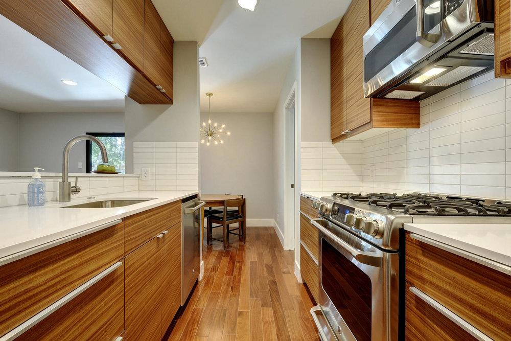 4902 Pack Saddle Pass-large-027-KitchenDining-1499x1000-72dpi.jpg