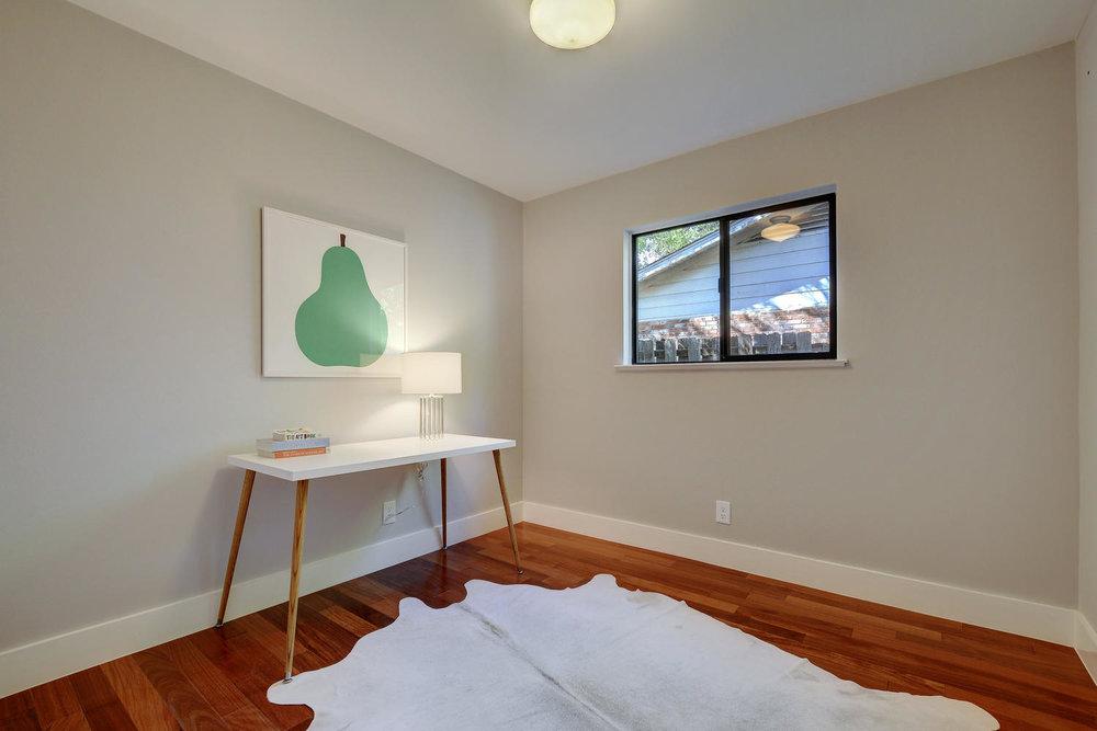 4902 Pack Saddle Pass-large-037-Bedroom-1499x1000-72dpi.jpg