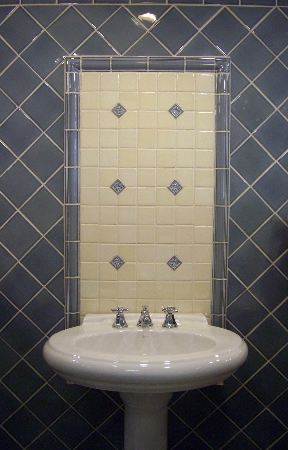La Moda Bath.jpg