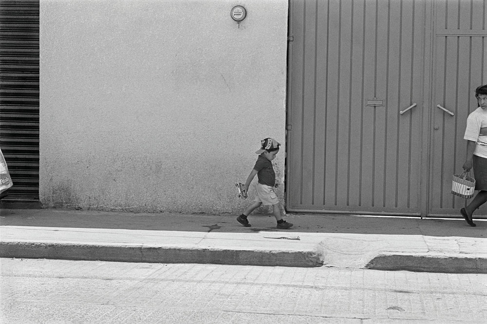 59_MEXICO_KID_SIDEWALK_23_C.jpg