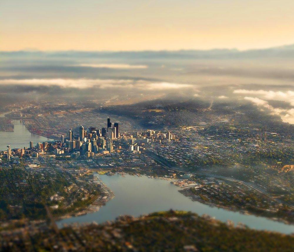 212785-landscape-nature-tilt_shift-city-Seattle-Mount_Rainier-clouds.jpg