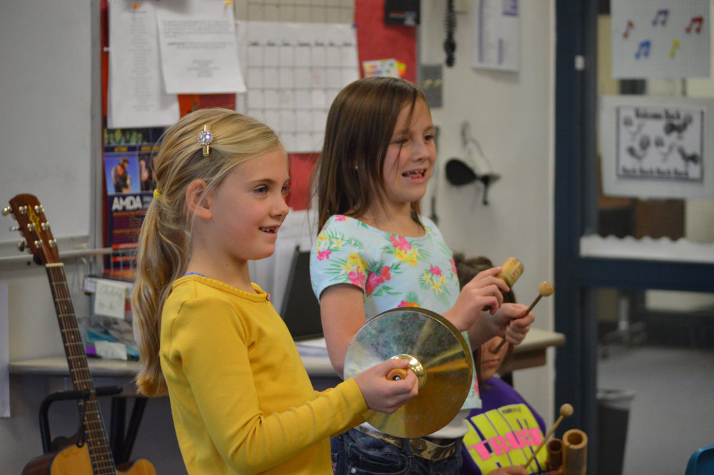 LCS elementary school students make music.