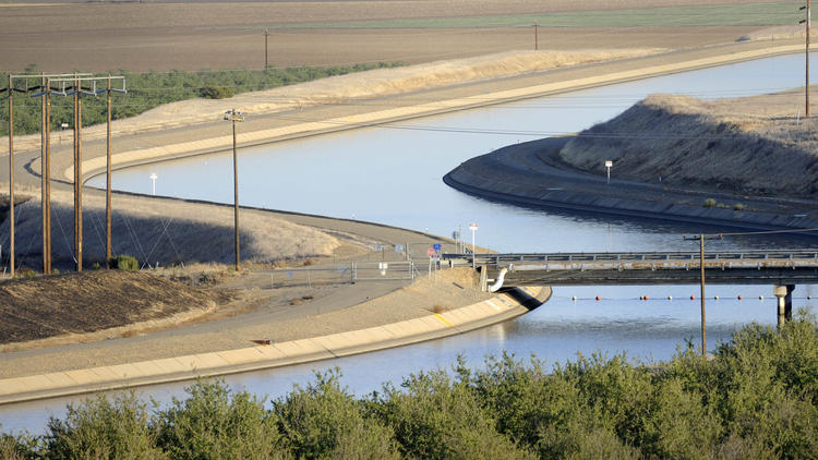 Westlands Water District canals in California's Central Valley, photographed in 2009. (Russel A. Daniels / Associated Press)