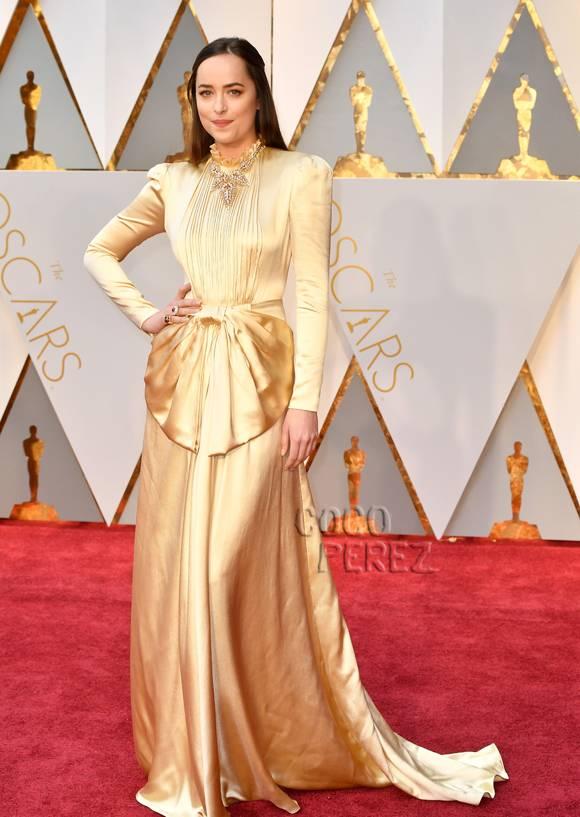 Dakota Johnson Oscars 2017.jpg